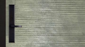 AB 鑄鋁門 ─ 細橫條把手